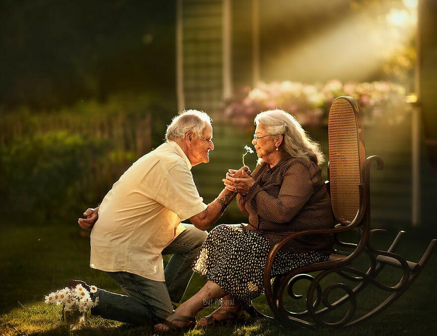 Casais de idosos em ensaios de noivado pra lembrar que o amor pode resistir  ao tempo   Hypeness – Inovação e criatividade para todos.