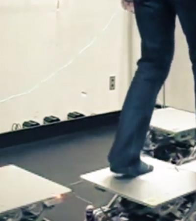 Degraus robóticos criam experiência de realidade virtual totalmente realista