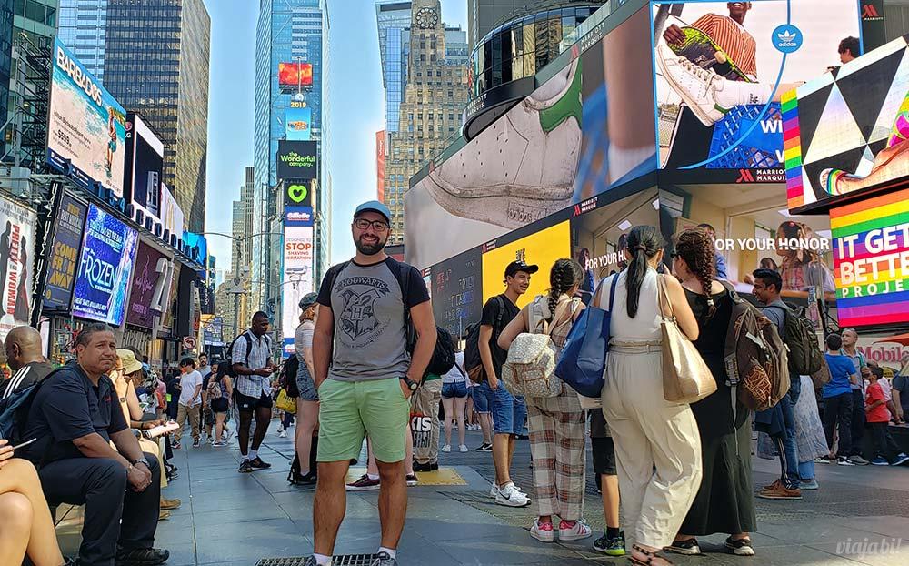 Bandeiras LGBT+ tomaram os telões da Times Square, em NY - Foto: Rafael Leick / Viaja Bi!
