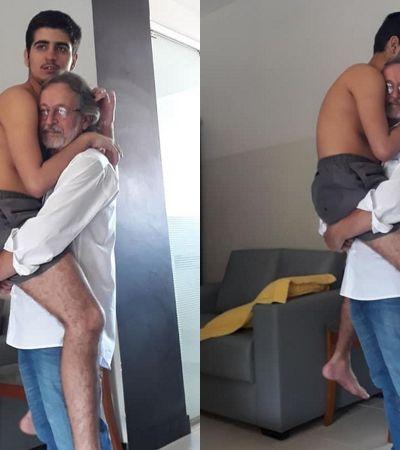 Foto com avô segurando neto autista de 17 anos no colo viraliza