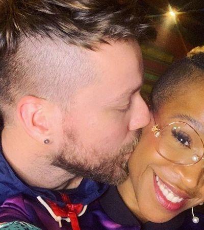 Karol Conka responde críticas sobre cor da pele do namorado após assumir relação