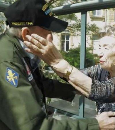 Casal que se conheceu na 2ª Guerra vive emocionante reencontro após 75 anos; assista