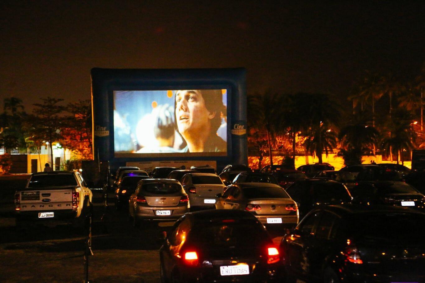 Cine Autorama, um cinema estilo drive in, em São Paulo