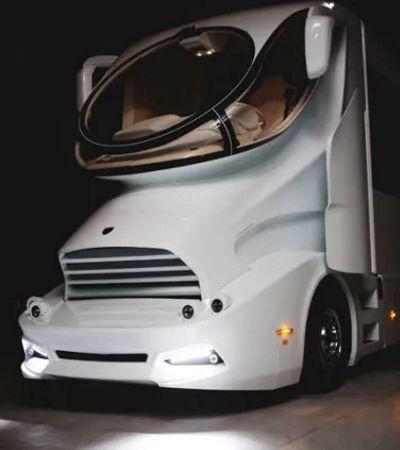 Esse motorhome é o sonho de quem quer viajar na estrada sem abrir mão do luxo