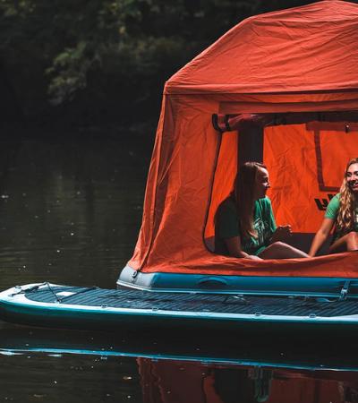 Esta barraca flutuante é a coisa mais 'daora' e mais perigosa que você já viu