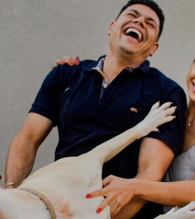 Eles levaram seu cão ao ensaio de fotos pré casamento e o resultado é genial