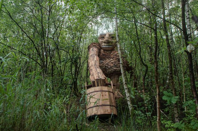 esculturas gigante madeira Bélgica 2