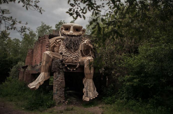 esculturas gigante madeira Bélgica 4