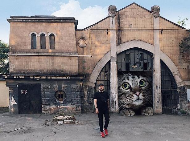 gato gigante fábrica