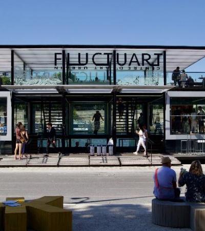 Este museu gratuito flutuante com livraria e bar em Paris é apenas maravilhoso