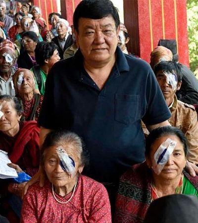 Médico devolve visão a 130 mil pessoas em situação vulnerável no Nepal