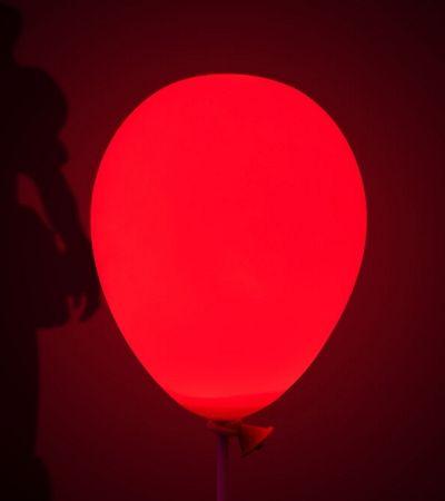 Criaram um assustador abajur inspirado no balão vermelho de 'A Coisa'
