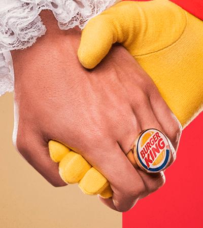 Burger King sugere que clientes troquem whoppers por McDonald's por uma boa causa