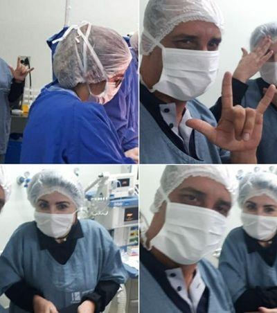Parto é traduzido por intérprete de Libras para pais surdos e emociona equipe médica