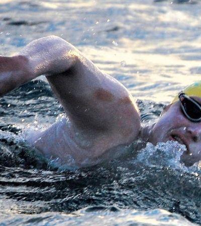 Após câncer de mama ela foi a primeira mulher a nadar o Canal da Mancha 4 vezes sem parar