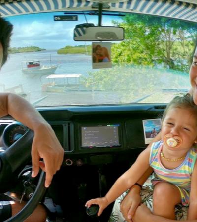 Atores globais reformam kombi de igreja e saem viajando pelo Brasil com a filha de 2 anos