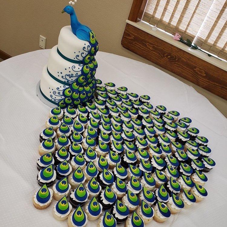 bolo de pavão plumas cupcakes 1