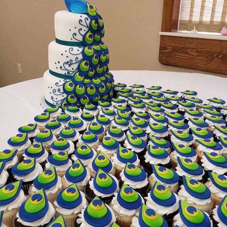 bolo de pavão plumas cupcakes 2
