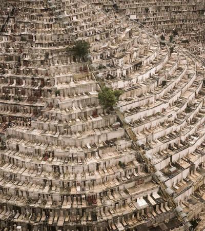 Os impressionantes cemitérios verticais de Hong Kong