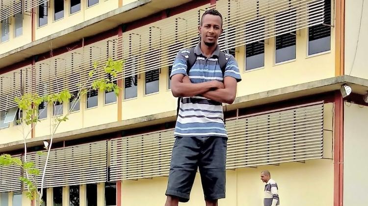 Elcimar se orgulha de estudar na universidade que ajudou a erguer