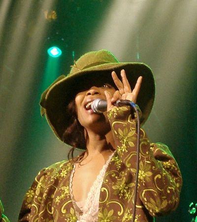 Rainha do soul, Erykah Badu se apresenta no Brasil em novembro