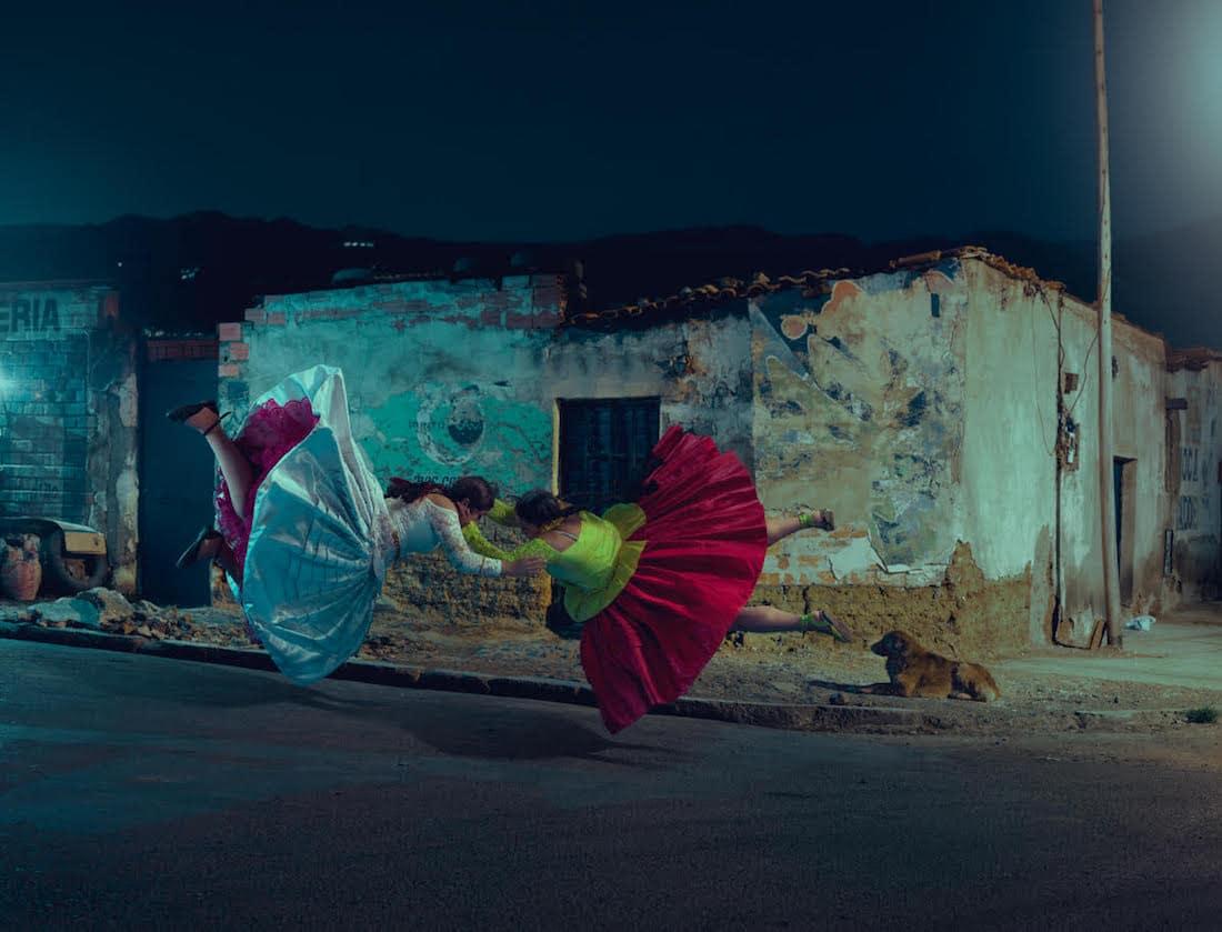 flying-cholitas-1