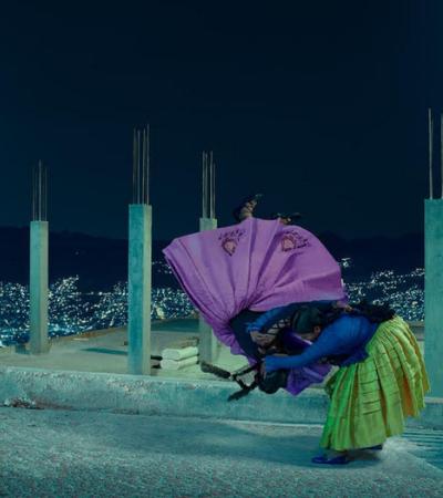 Flying Cholitas: a série de fotos que homenageia a luta das mulheres bolivianas