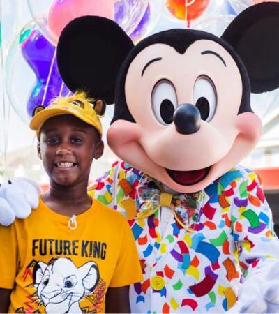 Garotinho decide ajudar vítimas de furacão com dinheiro que juntou para ir à Disney