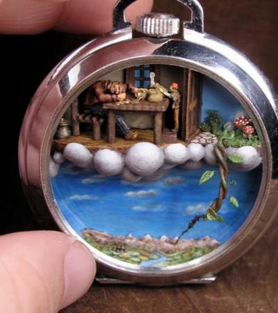 Artista usa peças antigas de joalheria para criar incríveis mundos em miniatura