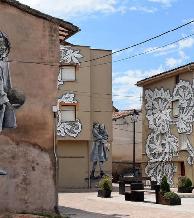Na Espanha, artistas de rua homenageiam a cultura local de vilarejo e criam incríveis murais