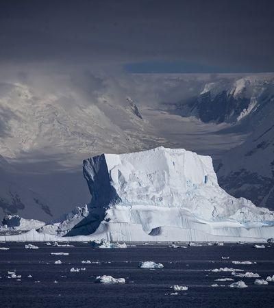 Iceberg de 315 bilhões de toneladas, o maior em 50 anos, se desprende da Antártida