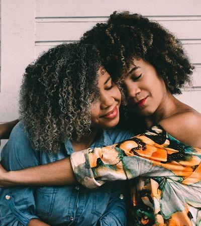 Cientistas mostram como são importantes os abraços para a saúde física e mental