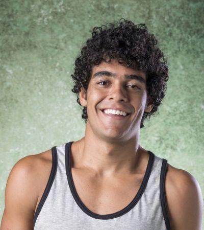 Destaque em novela da Globo, ator comemora repercussão de foto com namorado