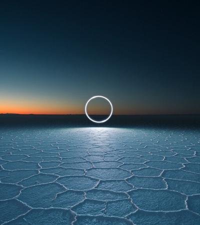 Fotógrafo usa LEDs e drones para 'traçar' caminhos de luz no Salar de Uyuni