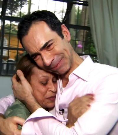 César Tralli chora ao encontrar professora de infância 35 anos depois