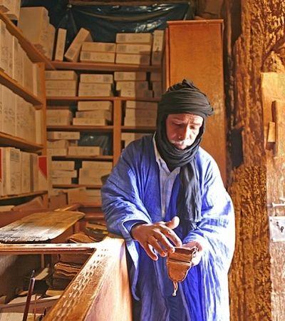 A vila no Saara que preserva milhares de textos antigos em bibliotecas no deserto