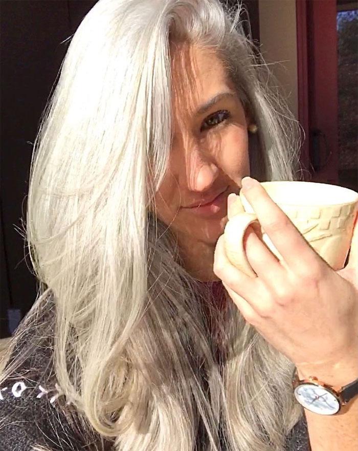 mulheres assumiram cabelos brancos 3