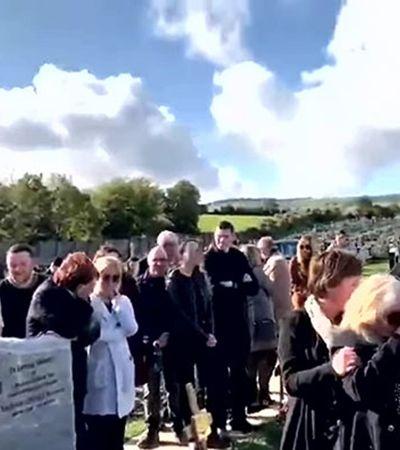 'Me deixem sair!': enterro é interrompido com voz de dentro do caixão