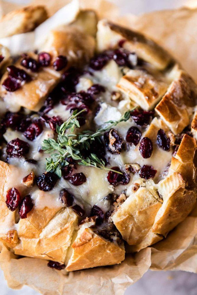 Pão com brie e cramberry