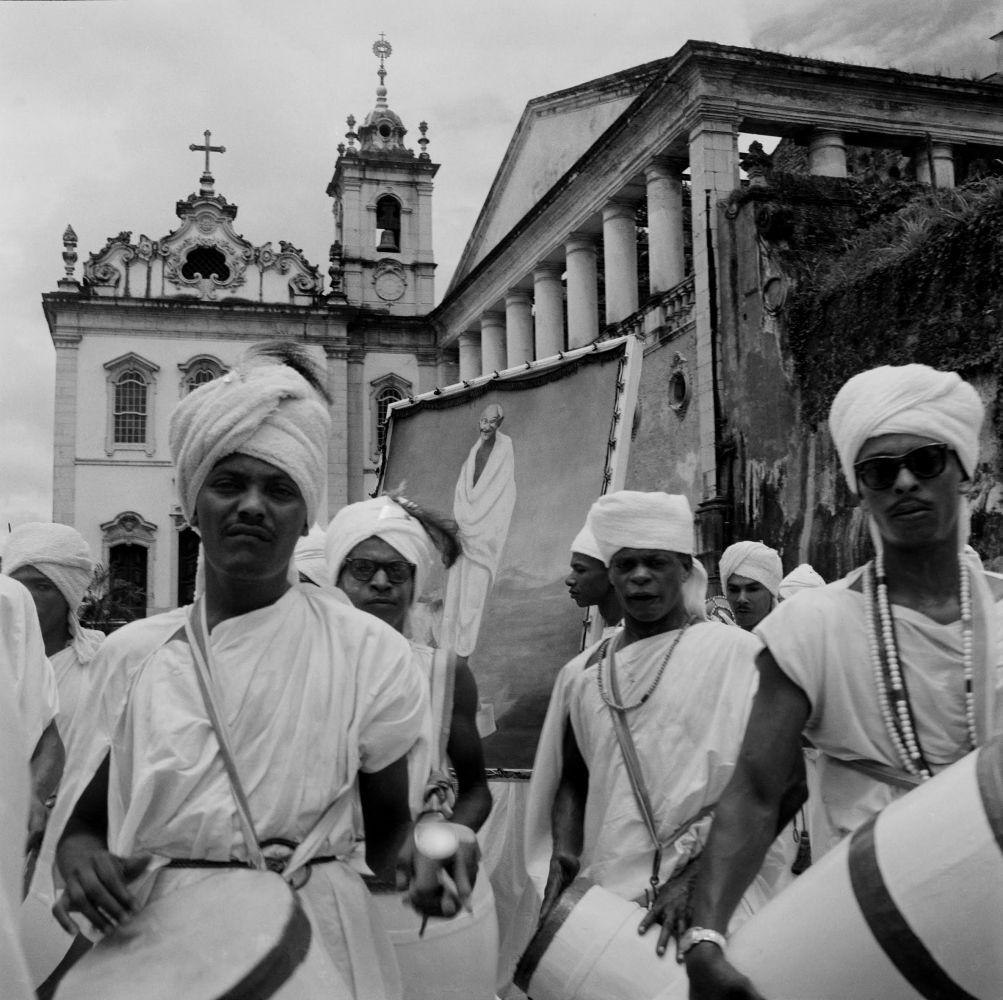 Filhos de Gandhi, no Carnaval de 1959, em Pilar, Salvador. Foto de Pierre Verger