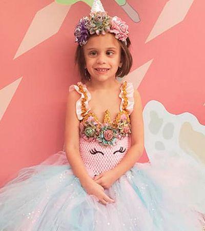 Em cada sessão de quimio esta garotinha de 5 anos se fantasia de uma princesa diferente