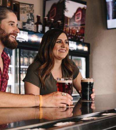 'Bar dos sóbrios' oferece a alcoólatras em recuperação um ambiente seguro para socializar
