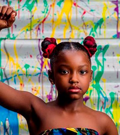 Esta menina ganhou um ensaio fotográfico após ser barrada na escola por causa do cabelo