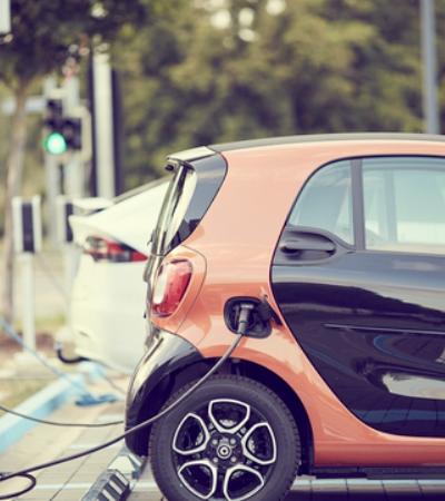 Carros elétricos não precisam pagar Zona Azul em Curitiba