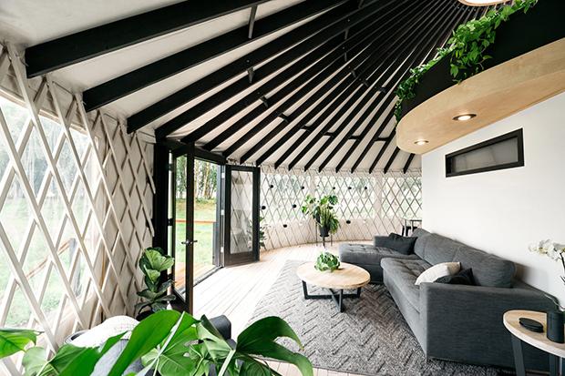 casal constroi yurt 1