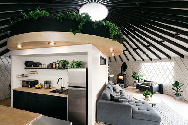 casal constroi yurt 2