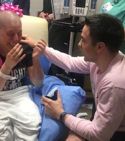 Mulher termina o namoro após diagnóstico de câncer e é surpreendida com pedido de casamento