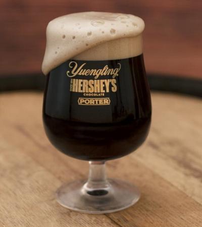Hershey's lança cerveja de chocolate para quem quer unir as duas paixões
