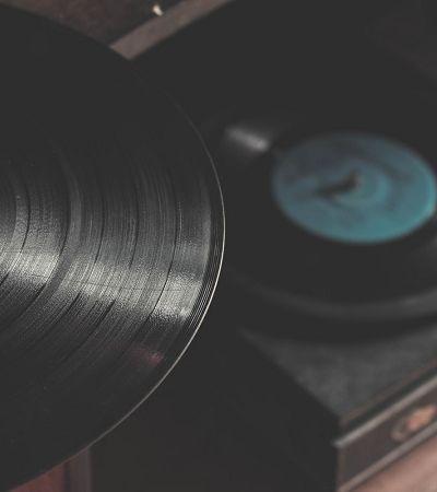 Projeto digitaliza mais de 100 mil discos de vinil para disponibilizá-los online