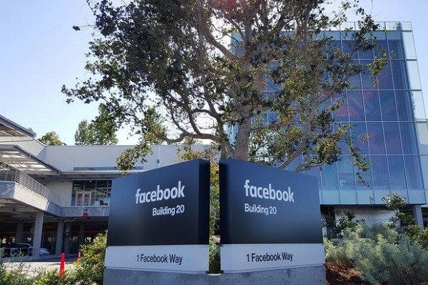 funcionários denunciam facebook 1
